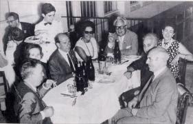 Celso Emilio con Carvalho Calero, Del Riego, Antón Fraguas e outras persoas