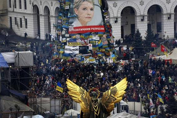 Anti-Yanukovich protesters take part in a rally in Kiev's Independence Square February 23, 2014. REUTERS-Yannis Behrakis