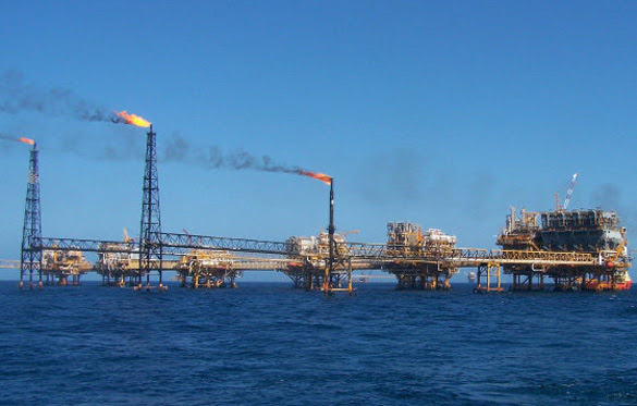 Some of the oil rigs possibly caught in video, They are also in groups of three as in this picture. (Credit: Oil Rig Photos)