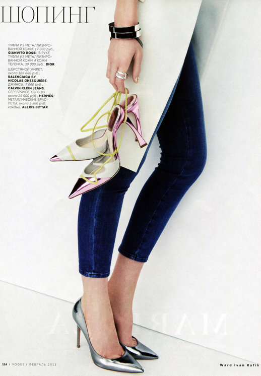 LE FASHION BLOG EDITORIAL VOGUE RUSSIA EMILY BAKER WARD IVAN RAFIK METALLICS SILVER GOLD ACCENT ACCESSORIES SKINNY BLUE CROPPED ANKLE JEANS DIOR METALLIC PINK HEELS PUMPS CUFF BRACELETS POINTY TOE HEELS PUMPS WHITE JACKET 3