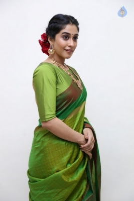 Regina Cassandra Photos - 29 of 37