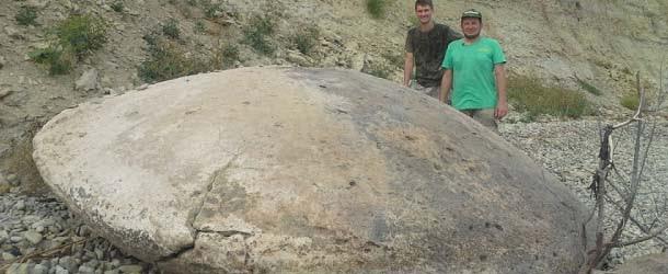 Investigadores desentierran un antiguo y gigantesco platillo volador de origen extraterrestre en Rusia