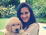 Beatriz com o cãozinho Gulliver