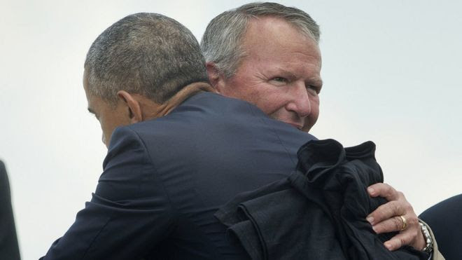 Mayor Buddy Dyer embraces Mr Obama