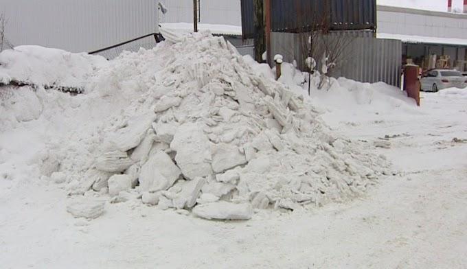В Нижневартовске наказывают тех, кто не вывозит вовремя снег