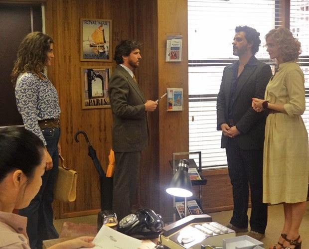 Luisa e Ricardo questionam Solange sobre as finanças da Vip Turismo (Foto: Carolina Rios/Gshow)