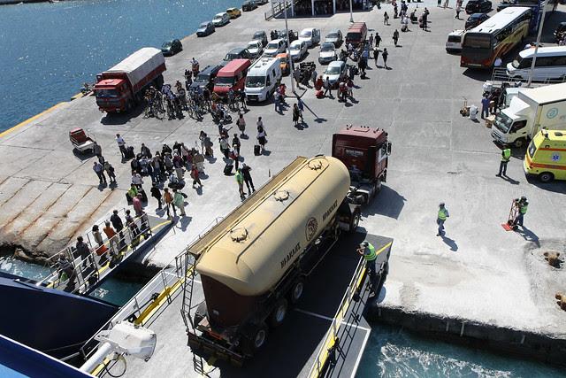 Naxos Ferry - Stop at Mykanos