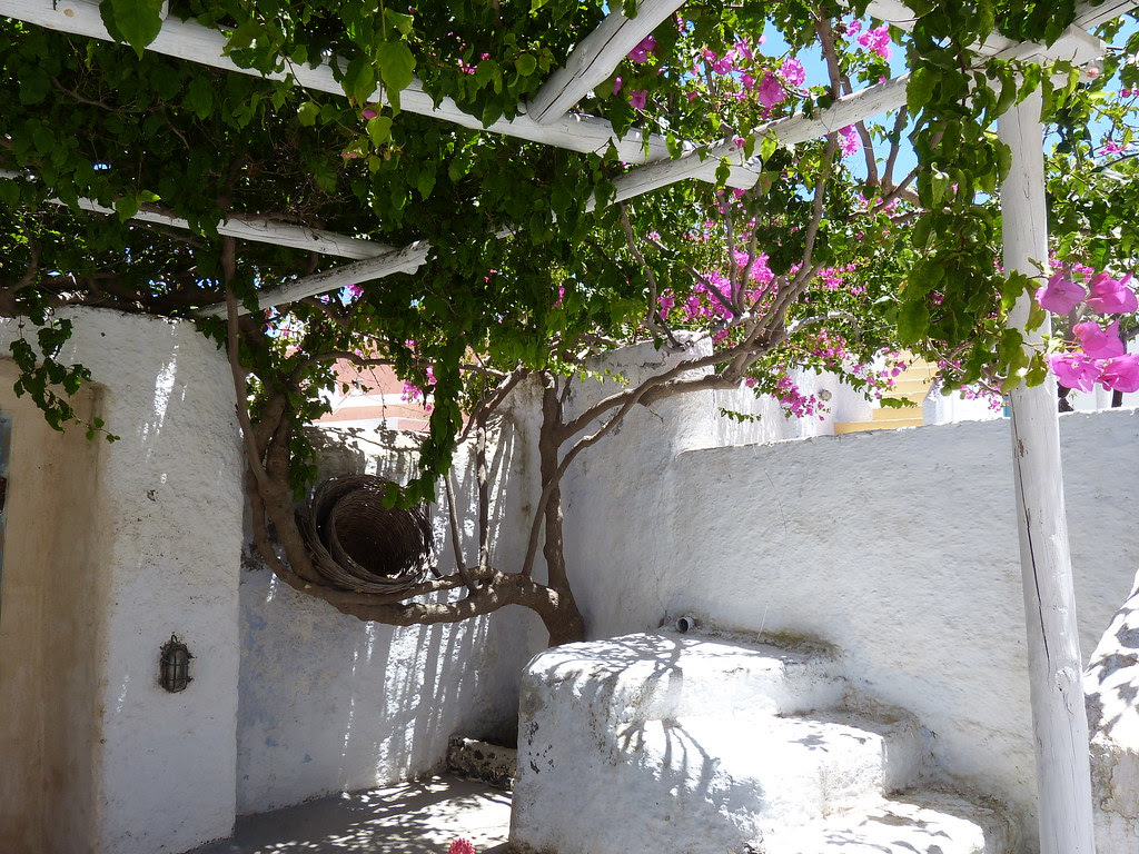 Grounds, Caveland, Santorini