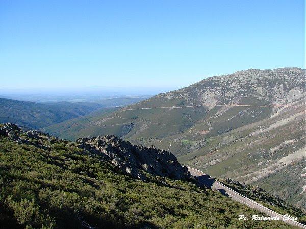 Vales e montanhas vistos a partir do santu+írio da Penha