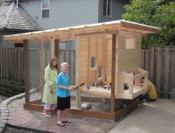 Homemade Chicken Coop - Putting lid from the brooder