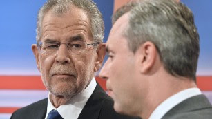 Alexander Van der Bellen (L) and Norbert Hofer (R)