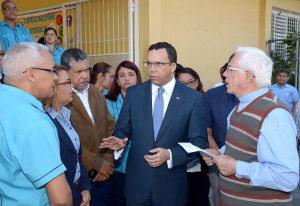 Andrés Navarro Andres en visita al liceo San Vicente de Paúl