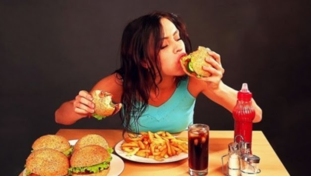Γιατί κάποιες μέρες πεινάτε και τρώτε συνέχεια - 4 λόγοι που δεν τους φαντάζεστε
