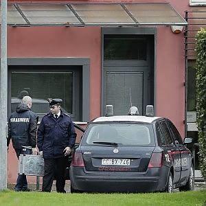 Orbassano, esplosione in pieno centro: bomba carta davanti alla sede di Prc