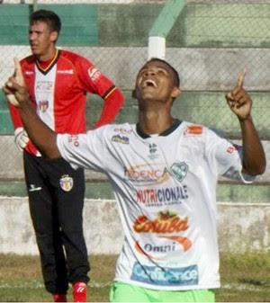 Gessé festeja gol no amistoso entre Tanabi e Grêmio Barueri (Foto: Marcos Lavezo)