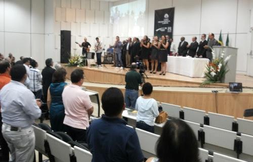 Louvores ao Senhor durante o culto