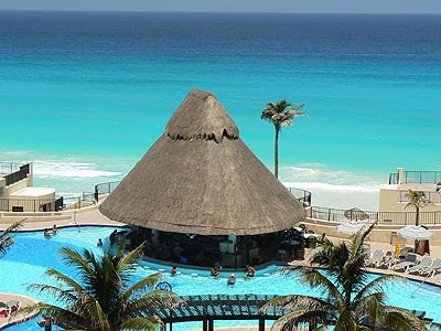 paillotte dans la piscine e Cancun.jpg