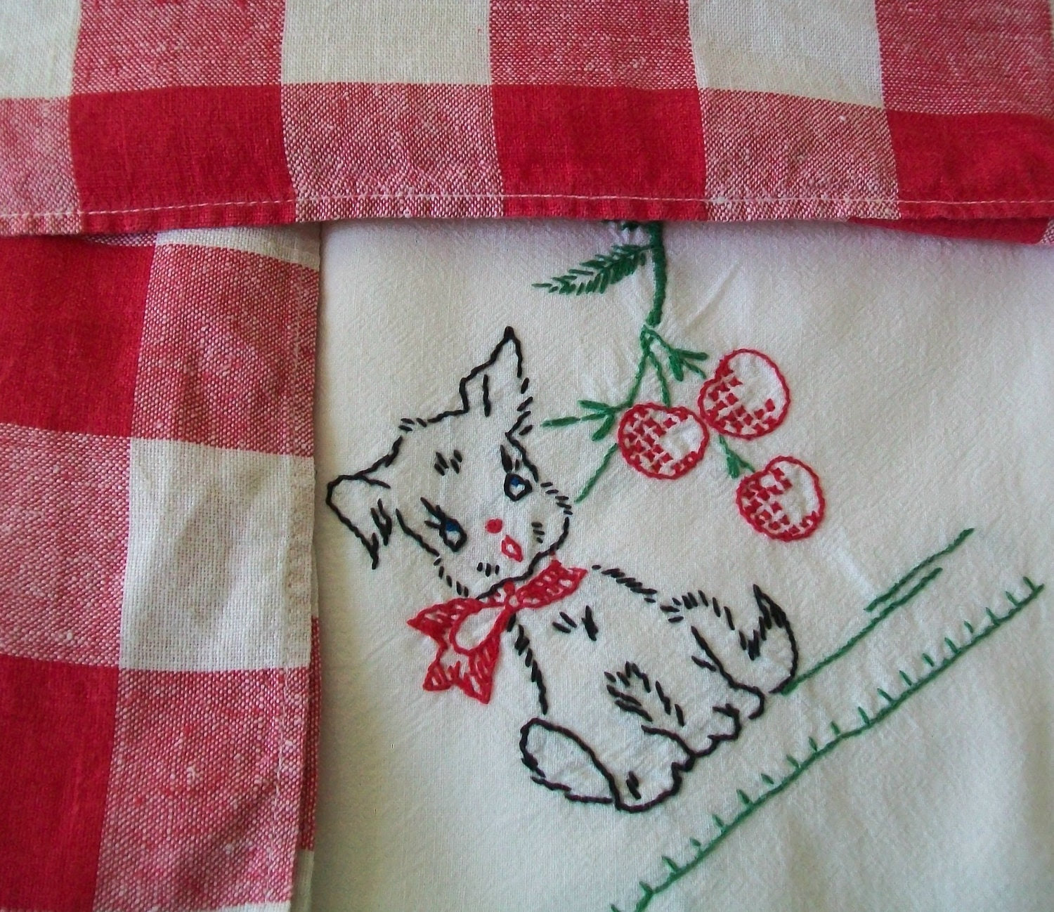 Vintage Scottie dog kitchen towel, 2 red and white checked linen napkins, embroidered, towel, dish towel, embroidery
