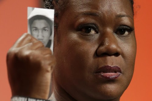 Sybrina Fulton, mother of Trayvon Martin, speaking at the NUL in Philadelphia. The focus of her address illustrates growing concerns about racist violence. by Pan-African News Wire File Photos
