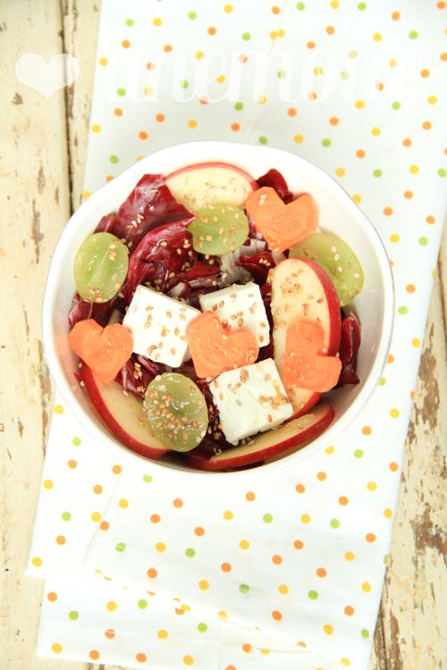 Insalata di mele, feta, uva bianca, radicchio e.. cuori di carota!