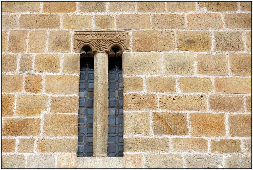 Santa María de La Oliva La Iglesia de Santa María de La Oliva, también conocida como Santa María del Concejo o Santa María de La Anunciación, se encuentra en el barrio de La Oliva de Villaviciosa.