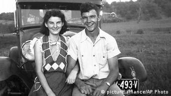 هلن و کنت در دوران نوجوانی با یکدیگر آشنا شدند و از همان زمان جداییناپذیر بودند