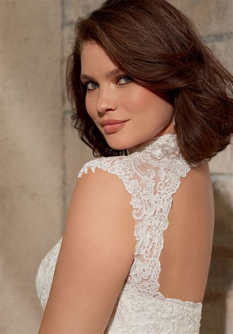 Venice Lace Appliques on Soft Net Wedding Dress   Style