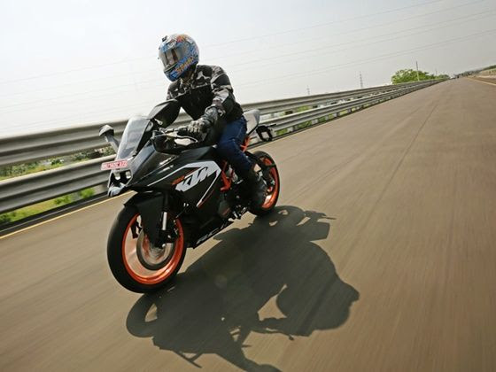 KTM RC200 in action
