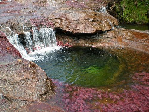 Perierga.gr - Το ποτάμι που ξεκινάει απ' τον παράδεισο!