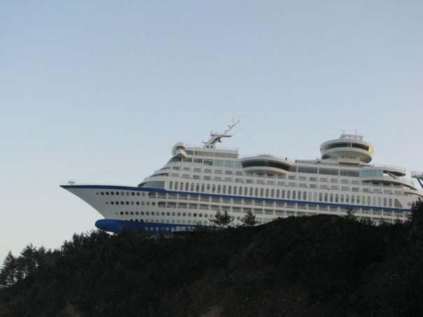 Ξενοδοχείο «κρουαζιερόπλοιο» πάνω σε λόφο (8)