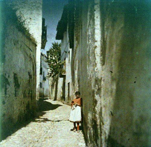 Una calle de ¿Toledo?. Autocromo tomado hacia 1913