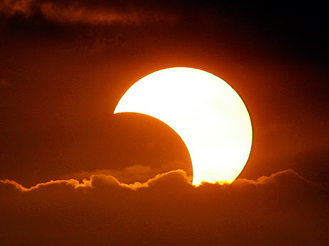 Why Do The Sun And Moon Seem Like The Same Size Space Earthsky