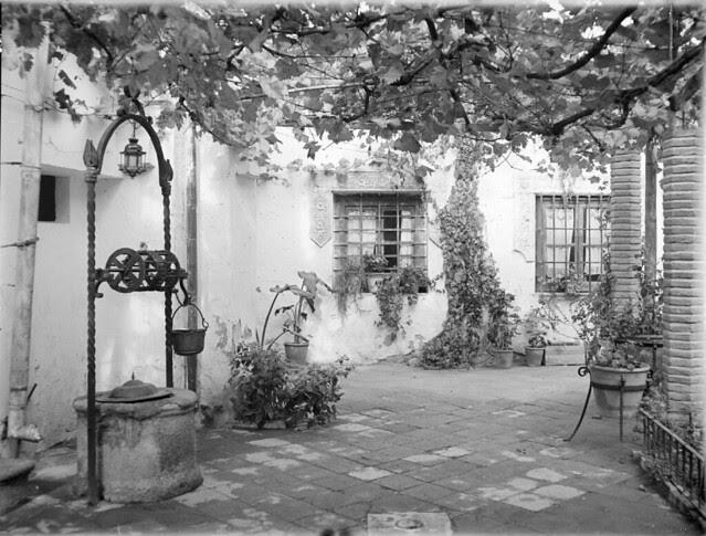 Un pozo en un patio de Toledo en los años 20. Detalle de una Fotografía de Otto Wünderlich. © Fototeca del Patrimonio Histórico