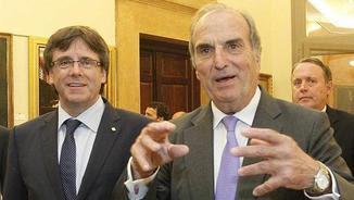 Puigdemont i Montellà somriuen abans d'intervenir davant un centenar d'empresaris de Foment (EFE)