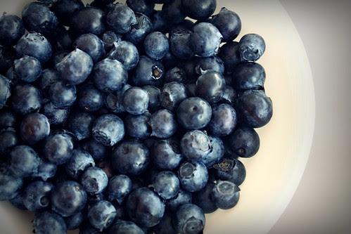 46/365 - yum blueberries - 2:54pm