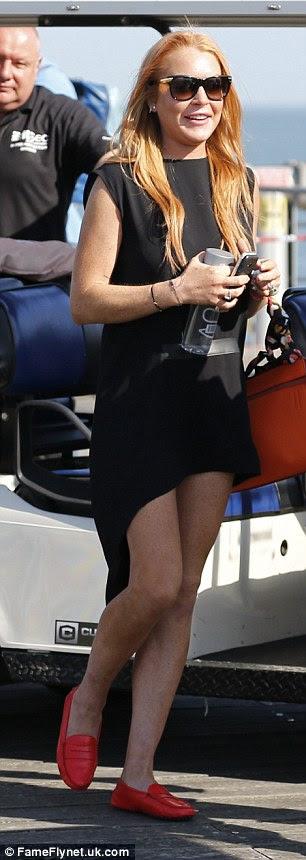 Office para o clube: Ela mudou em seu vestido vai-out no final do dia