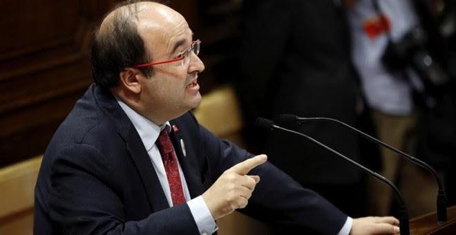 Miquel Iceta interviene en la sesión parlamentaria sobre los resultados del referéndum del 1 de octubre y la declaración de independencia / EFE Alberto Estévez