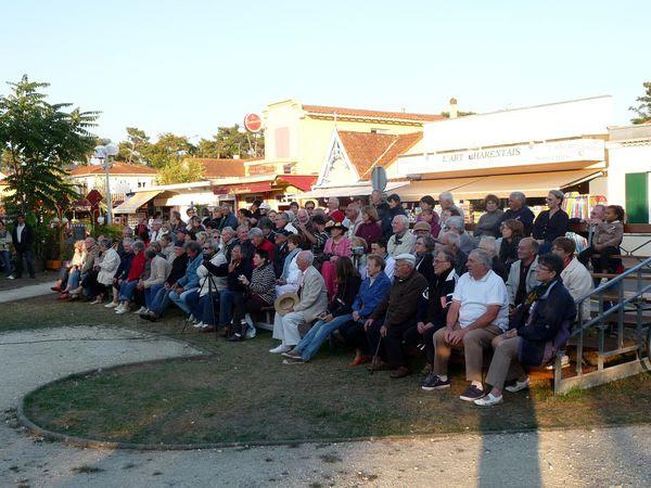 Lle public nombreux a salué la prestation de la troupe