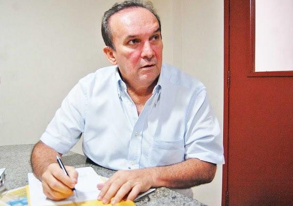 """Queiroz faz a crítica com relação a multa imposta pela Justiça aos condenados na """"ação 470″, do Supremo Tribunal Federal, que Fátima contribuiu com o pagamento."""