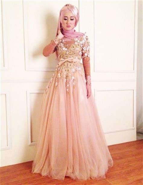 tips  padu padan gaun kebaya pesta  model hijab