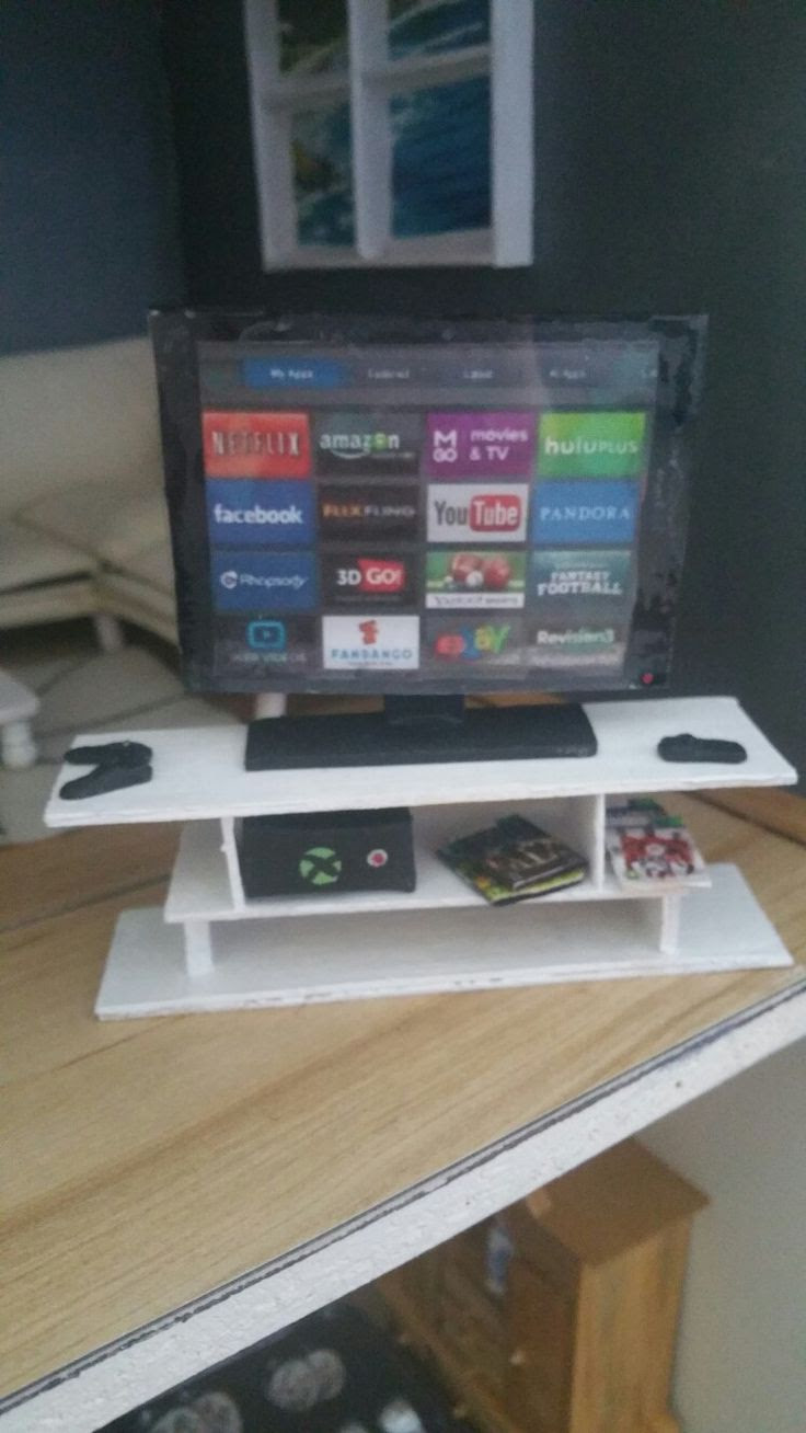 Miniature Xbox and smart tv with games | Miniatures ...