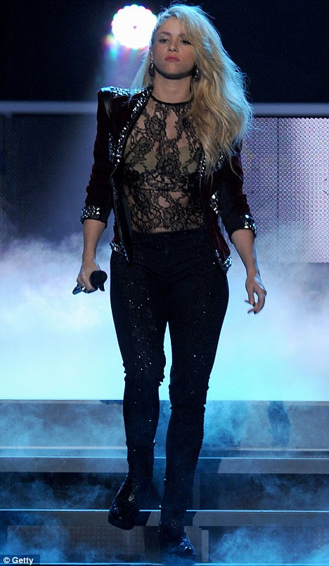 Há muito tempo: O cabelo da popstrel pint-sized foi muito mais quando ela se apresentou na premiação Grammy Latino em Las Vegas Último mês
