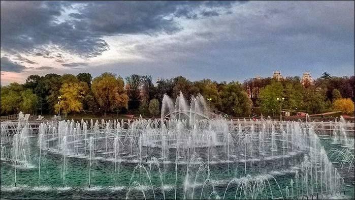 Цветомузыкальный фонтан в Царицыно/3673959_14 (700x393, 58Kb)