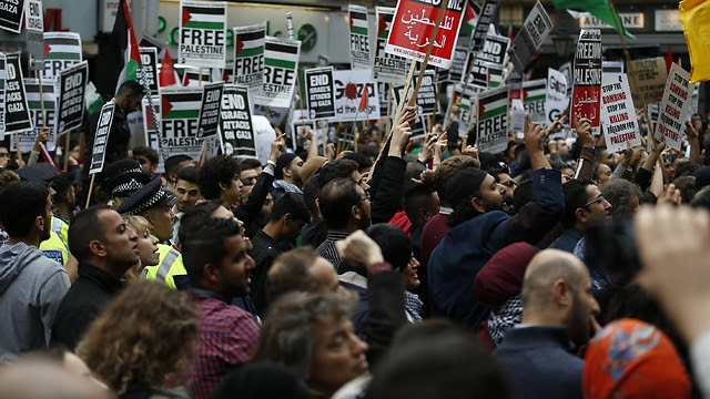 Demonstration against Israel in London during last year's Gaza conflict (Photo: AP)
