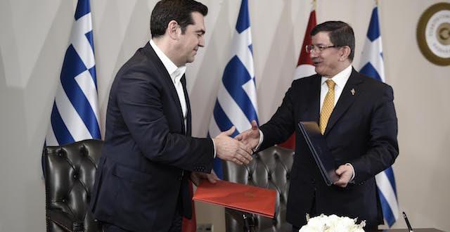 tsipras_davutoglou_xeirapsia