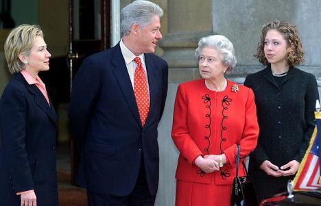 http://lisawallerrogers.files.wordpress.com/2009/10/queen-with-clinton-2000.jpg?w=468&h=301