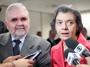 O procurador-geral da República, Roberto Gurgel, e a presidente do TSE, Cármen Lúcia, na sede do tribunal (Foto: Nelson Jr./ASICS/TSE)