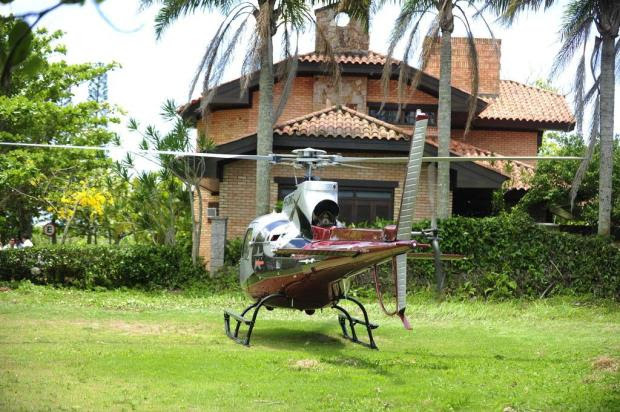 Pouso de helicóptero causa apreensão no Norte da Ilha de Santa Catarina  Alvarélio Kurossu/Agencia RBS