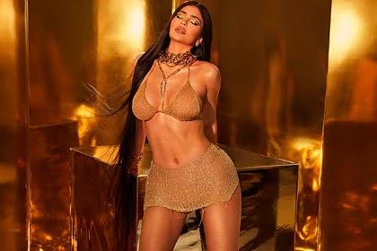 Кайли Дженнер снялась в бикини из золота за сотни тысяч рублей