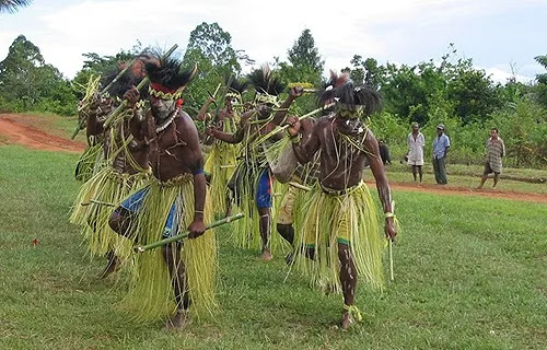 Indigenous Papuans performing a traditional dance. Credit: Diocese of Daru-Kiunga.
